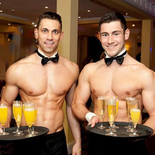 naakte butlers bij erotisch dineren